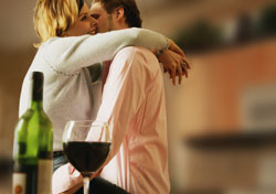 Couple embracing and having wine (Photo: IndexOpen)