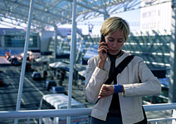Woman waiting in an airport (Photo: IndexOpen)