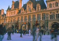 Skating in front of the Hotel de Ville de Paris (Photo: Herve Guignolet, France Guide)