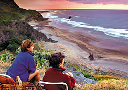 Piha Beach, Auckland, New Zealand (Photo: Tourism Auckland)