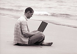 Man with laptop on beach (Photo: IndexOpen)