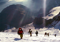 RMI rope team ascends Mount Rainier at 13,000 feet. (Photo: Rainier Mountaineering, Inc.)