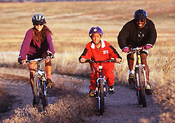 Family biking in Colorado (Photo: IndexOpen)