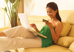 Woman shopping online (Photo: Image DJ/Index Open)