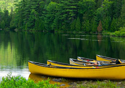 Canoes on the water (Photo: Marco Maccarini, iStockphoto.com)