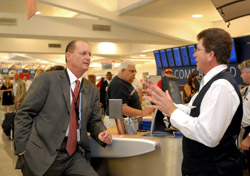 Delta CEO Richard Anderson talks with agent (Photo: Delta)