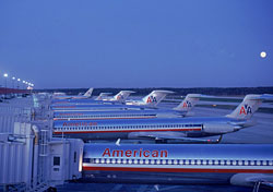 American Airlines planes wait at their gates (Photo: Index Open)