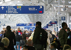 Crowded airport concourse at O'Hare (Photo: iStockPhoto.com/Terraxplorer)