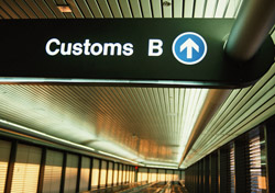 Airport customs (Photo: PhotoDisc)