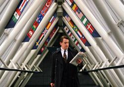 Businessman passing through international terminal (Photo: PhotoDisc)