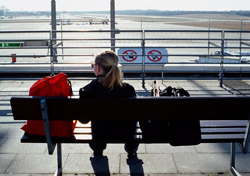 Woman waiting for plane to depart (Photo: Index Open)