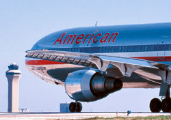 American plane taxiing down the runway (Photo:  Dallas/Fort Worth International Airport)