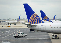 United: Docked Planes (Photo: Shutterstock/Songquan Deng)