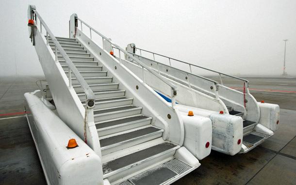 Airplane: Airplane Stairs (Photo: Shutterstock/chalabala)