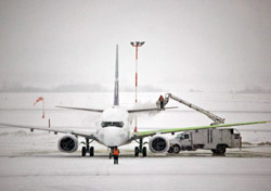 Airplane Being De-Iced (Photo: iStockphoto/Richard Goerg)