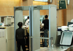 Airport: Woman in Security Check Line (Photo: iStockphoto/james steidl)