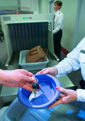 Air: Security - Hand Putting Keys in Bin (Photo: Thinkstock/© Getty Images)