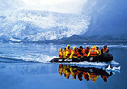 Cruising among the glaciers of Patagonia (Photo:  N. Piwonka, Friendly Planet)