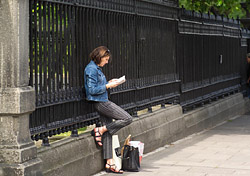 Reading a guidebook (Photo: Index Open)