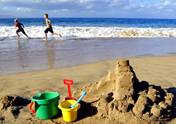 Beach: Sandcastle Boys Running (Photo: Thinkstock/Comstock)