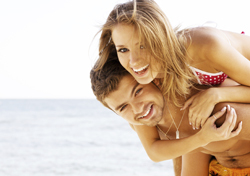 Attractive Young Couple Playing on Beach (Photo: Thinkstock/iStockphoto)
