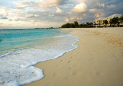 Cayman Islands, Seven Mile Beach (Photo: iStockPhoto/Jodi Jacobson)
