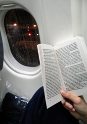 Air: Reading a Book on a Plane (Photo: Thinkstock/Hemera)