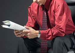 Businessman reading paper (Photo: Index Open)