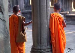 Young monks at a Cambodian temple (Photo: Index Open)