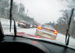Driving in the snow (Photo: Bill Grove/iStockPhoto)