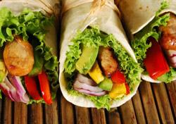 Chicken wraps (Photo: iStockPhoto.com)