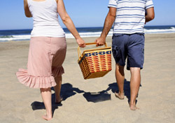 Couple at Beach With Picnic (Photo: iStockphoto/Morganl)