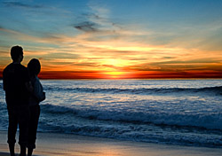 Couple Watching Sunset (Photo: iStockphoto/Jgroup)