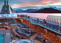 Cruise ship in Prince William Sound (Photo: Michael Braun/iStockphoto)