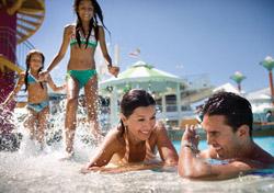 Family splashing around in cruise ship pool (Photo: NCL)