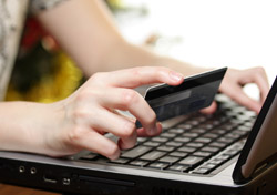 Credit Card: Internet Shopping (Photo: iStockphoto/MorePixels)