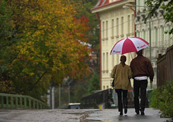 Couple walking in the rain, Prague, Czech Republic (Photo: Index Open)