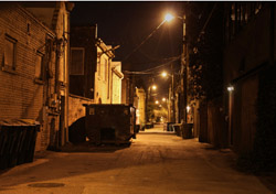 Dark Alley (Photo: iStockphoto/Denis Jr. Tangney)