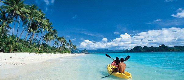 Kayaking near El Nido Lagen Island Resort,  Philippines (Photo: Ten Knots Development Corporation)