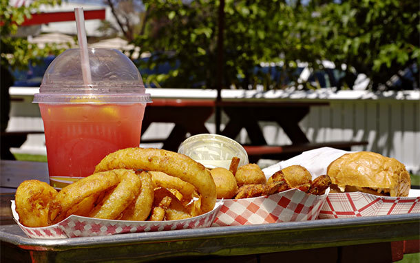 Fast Food on Picnic Table in Summer (Photo: Shutterstock,com)
