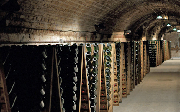France: Champagne Cellar (Photo: Thinkstock/Hemera)
