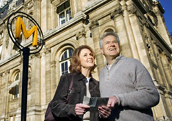 France: Paris, Sightseeing Senior Couple (Photo: Thinkstock)