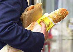 Shopper with bread under arm, Chateau de Versailles (Photo: IndexOpen)