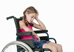 Girl: on Wheelchair (Photo: Shutterstock/VaclavHroch)