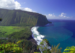 Waipio Valley Overlook, Hawaii (Photo: Hawaii's Big Island Visitor Bureau)