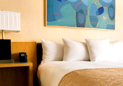 Hotel: Bed and Two Nightstands (Photo: Thinkstock/Jupiterimages)