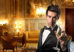 Hotel: Man Holding Glass (Photo: Shutterstock/olly)