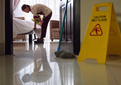 Hotel: Room Cleaning (Photo: Shutterstock/Diego Cervo)