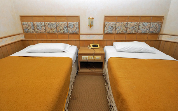 Hotel: Twin Beds (Photo: Shutterstock/gnohz)