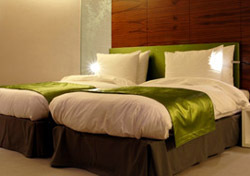 Hotel: Two Beds One Headboard (Photo: Thinkstock/iStockphoto)